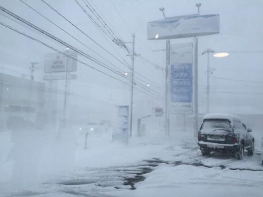 猛吹雪・・・