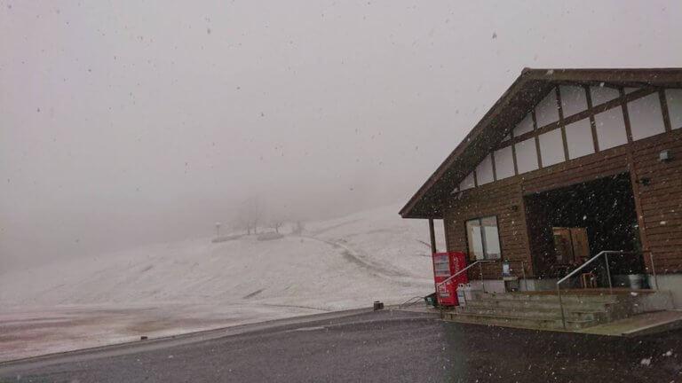 【砺波店】冬の山で...